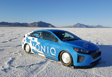 Wat aerodynamische aanpassingen en een nitrokit volstaan om de Hyundai Ioniq Hybrid naar een nieuw snelheidsrecord te stuwen op de legendarische zoutvlakte van Bonneville.
