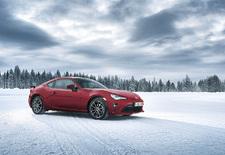 Toyota heeft de GT86 nog eens aangepakt. AutoWereld doet de test in de Finse sneeuw.