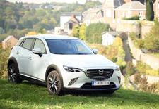 Nadat de rest van het gamma vernieuwd werd, introduceert Mazda een kleine SUV, de CX-3. Een auto die alles heeft om het te maken in dit boomende segment.