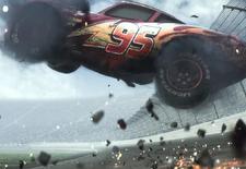 Lightning McQueen keert terug voor een nieuw avontuur. Maar of dat ook goed afloopt, is niet zeker. Want de door Disney-Pixar vrijgegeven trailer van
