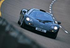 Het is alweer 25 jaar geleden dat de McLaren F1 zijn debuut maakte en de supersportwagenwereld volledig op zijn kop zette. De Britse constructeur viert die verjaardag met een boeiend reportagefilmpje waarin de F1 naar een top van 386,4 km/u snelt.