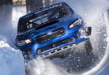 Subaru-piloot Mark Higgins rijdt een door Prodrive geprepareerde Subaru WRX STI naar boven op de Olympische bobsleebaan in het Zwitserse Sankt Moritz. En dat levert een spectaculaire video op.