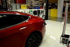 Tesla test gerobotiseerde laadstekker