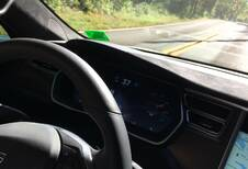 Vidéo : Le pilotage auto de la Tesla a buggé