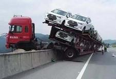 ONGEWOON – Vrachtwagenchauffeur gered door lading
