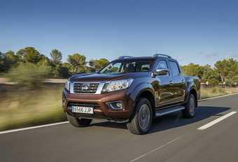 Nissan Navara Double Cab 190 4WD AT (2015) #1