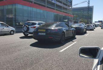 Lezer betrapt twee Porsche Panamera II's in Zuid-Afrika #1