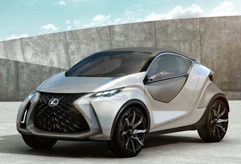 Lexus : bientôt un crossover pour remplacer la CT200h #1