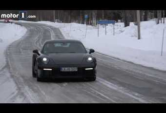 Porsche 911-992 in de sneeuw #1
