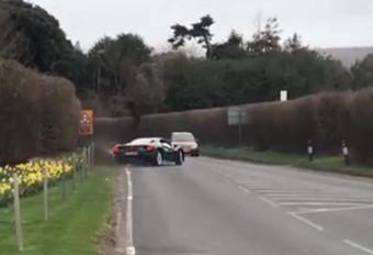 BIJZONDER: Ferrari 488 GTB ontsnapt op een haar na aan een crash #1