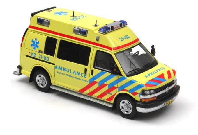 IN HET KLEIN: Chevrolet- en Mercedes-ziekenwagens (Neo, 1/43) #1