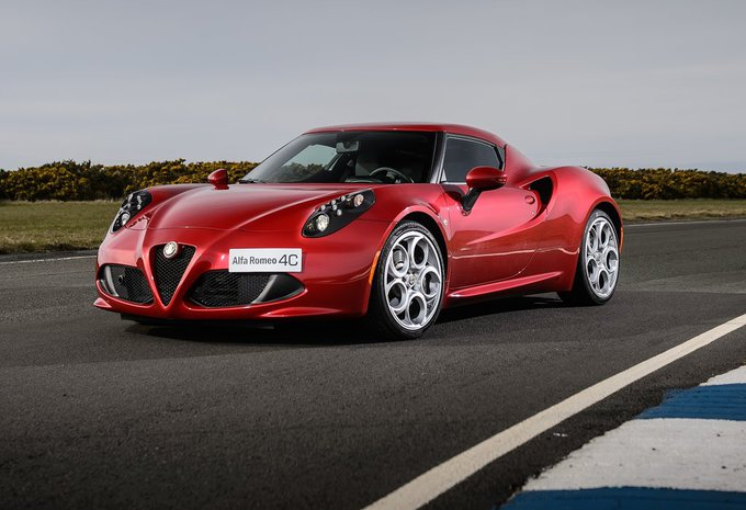alfa romeo 4c 1 7 turbo coup 2015 prix moniteur. Black Bedroom Furniture Sets. Home Design Ideas