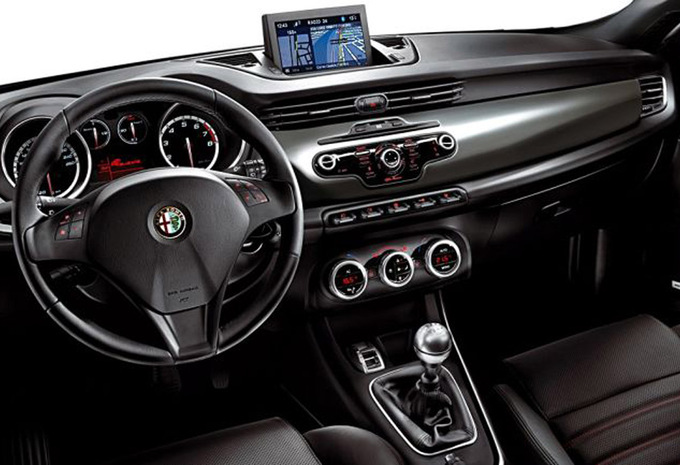 alfa romeo giulietta 2 0 jtdm 140 distinctive 2010 prix moniteur automobile. Black Bedroom Furniture Sets. Home Design Ideas