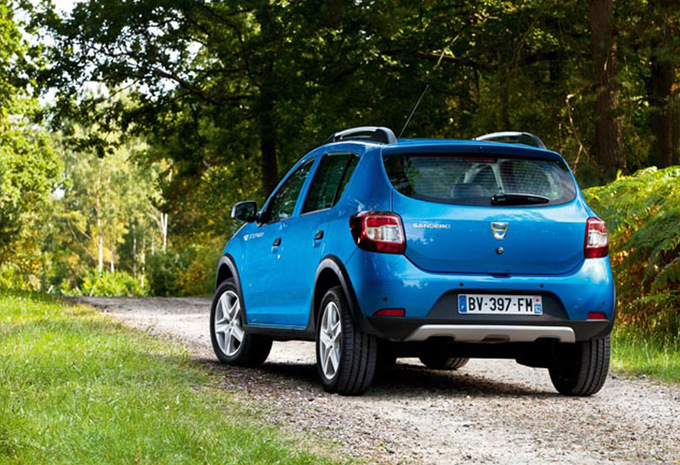 dacia sandero stepway 0 9 tce stepway plus 2012 prix moniteur automobile. Black Bedroom Furniture Sets. Home Design Ideas