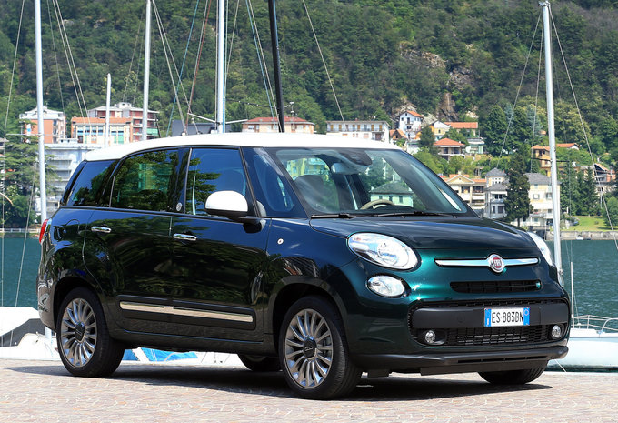 fiat 500l living 1 6 mjet 88kw lounge 2017 prix moniteur automobile. Black Bedroom Furniture Sets. Home Design Ideas
