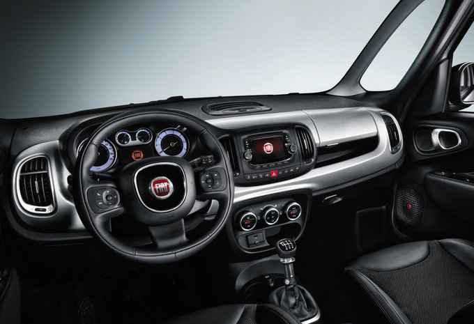 fiat 500l trekking 1 4 turbo 88kw by beats 2015 prix. Black Bedroom Furniture Sets. Home Design Ideas