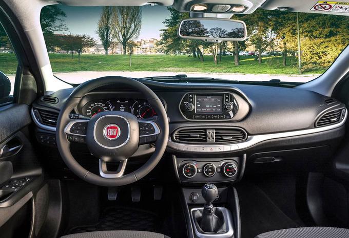 Prijs Fiat Tipo 4d 1 4 95 Pk Pop 2015 Autogids