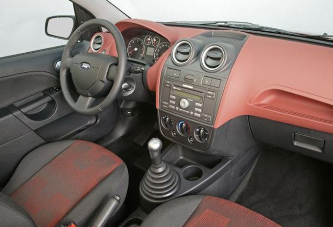 sp cifications techniques ford fiesta 3p 1 6 tdci s 2002 moniteur automobile. Black Bedroom Furniture Sets. Home Design Ideas