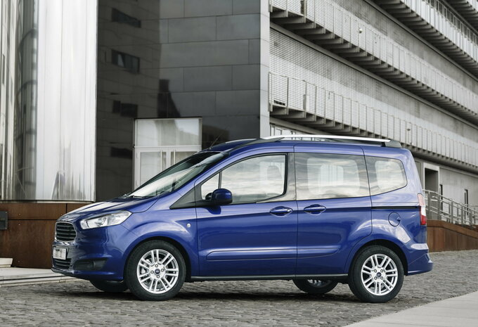 prijs ford tourneo courier 1 5 tdci 56kw titanium 2016 autogids. Black Bedroom Furniture Sets. Home Design Ideas