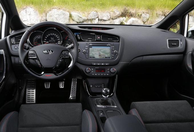 sp cifications techniques kia cee 39 d world edition 1 6 crdi 128 auto 2015 moniteur automobile. Black Bedroom Furniture Sets. Home Design Ideas