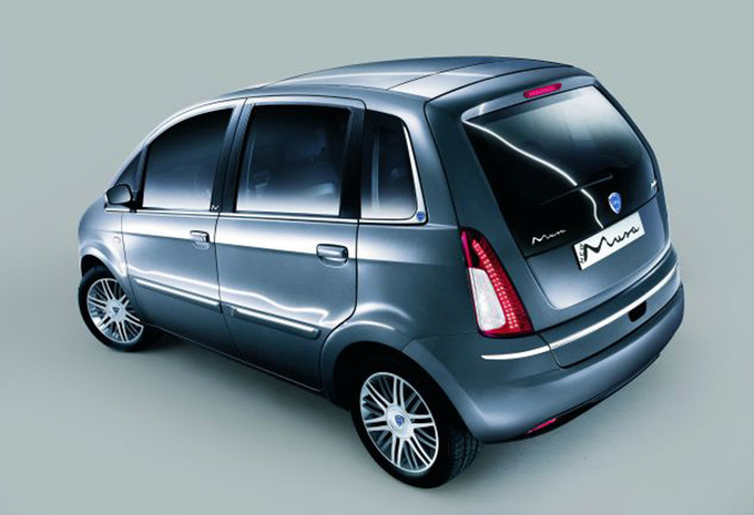 lancia musa 1 6 16v multijet 120 poltrona frau 2007 prix moniteur automobile. Black Bedroom Furniture Sets. Home Design Ideas