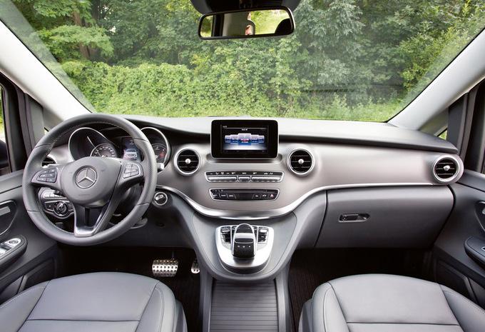 Mercedes benz v klasse v 250 d a2 exclusive 2016 for Mercedes classe v interieur
