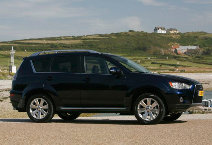 mitsubishi outlander 2 2 di d intense 2006 prix moniteur automobile. Black Bedroom Furniture Sets. Home Design Ideas