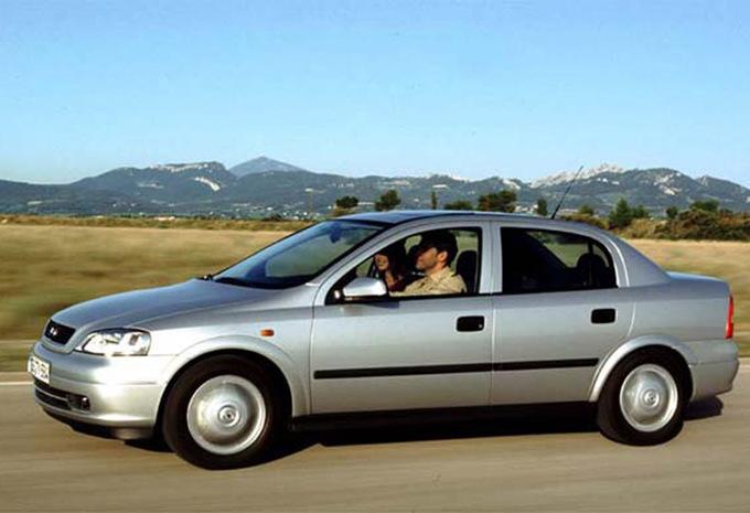 opel astra sports sedan 2 0 di 16v edition 2000 1998 prix moniteur automobile. Black Bedroom Furniture Sets. Home Design Ideas