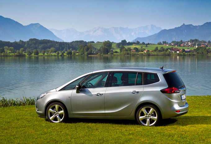 opel zafira tourer 1 8 cosmo 2011 prix moniteur automobile. Black Bedroom Furniture Sets. Home Design Ideas
