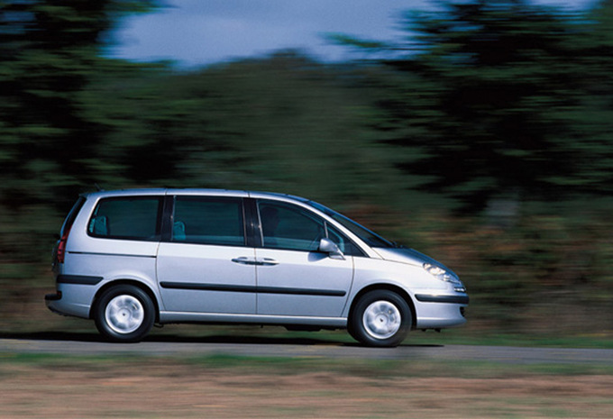 peugeot 807 2 0 hdi 136 st confort 2002 prix moniteur automobile. Black Bedroom Furniture Sets. Home Design Ideas