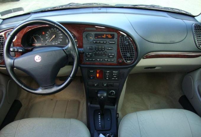 sp cifications techniques saab 900 cabrio 2 5 v6 se a 1994 moniteur automobile. Black Bedroom Furniture Sets. Home Design Ideas
