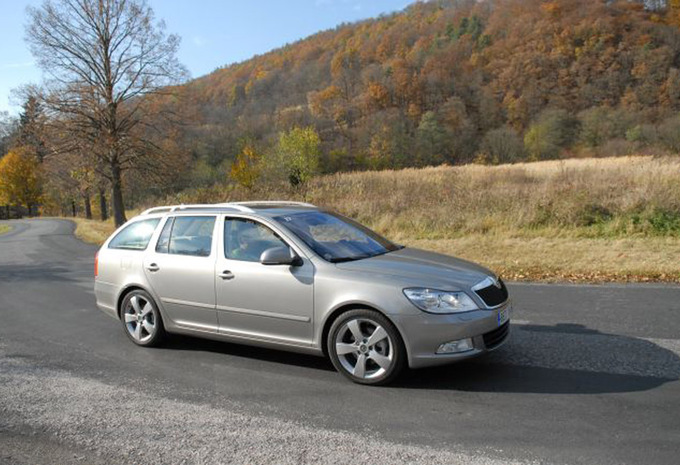 skoda octavia combi 2 0 tdi 136 elegance 2004 prix moniteur automobile. Black Bedroom Furniture Sets. Home Design Ideas