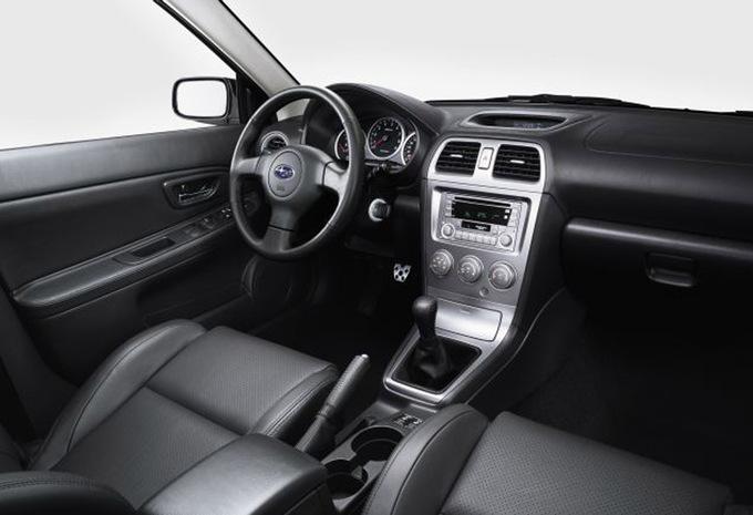 Subaru impreza 4p 2 5 wrx sti 2005 prix moniteur for Subaru interieur