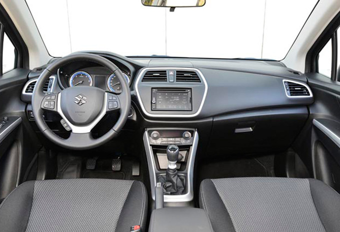 suzuki sx4 s cross 1 6 4x4 grand luxe 2013 prix moniteur automobile. Black Bedroom Furniture Sets. Home Design Ideas