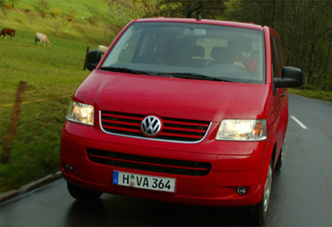 volkswagen multivan 2 5 tdi 130 comfortline 2003 prix moniteur automobile. Black Bedroom Furniture Sets. Home Design Ideas