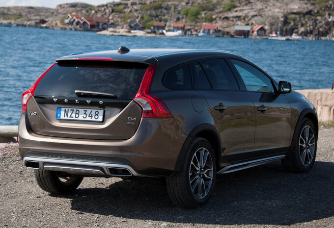 prijs volvo v60 cross country t5 4x4 geartronic summum 2016 autowereld. Black Bedroom Furniture Sets. Home Design Ideas