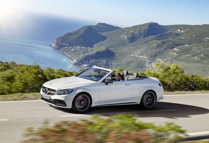 mercedes amg c 63 cabriolet avec le v8 biturbo. Black Bedroom Furniture Sets. Home Design Ideas