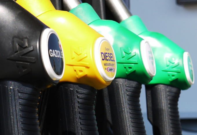 Le pétrole termine en légère hausse à New York