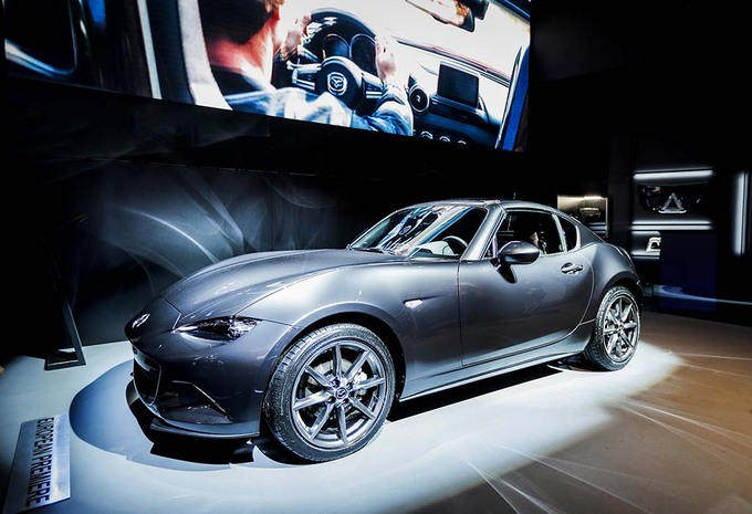 Vid o salon auto bruxelles 2017 reportage cabrios for Salon auto bruxelles