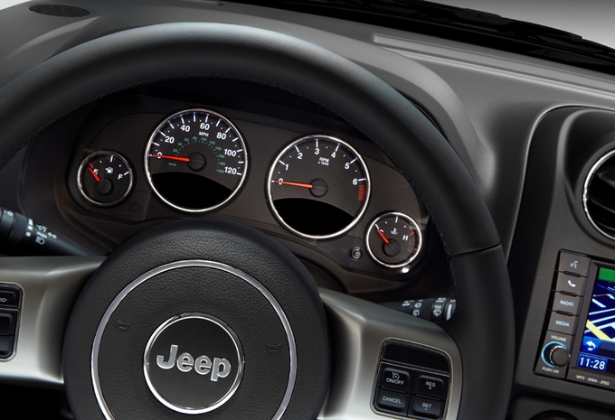 nouveau mod le jeep compass moniteur automobile. Black Bedroom Furniture Sets. Home Design Ideas