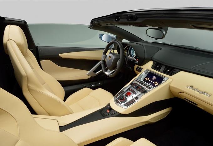 Lamborghini Aventador LP 700-4 Roadster #8