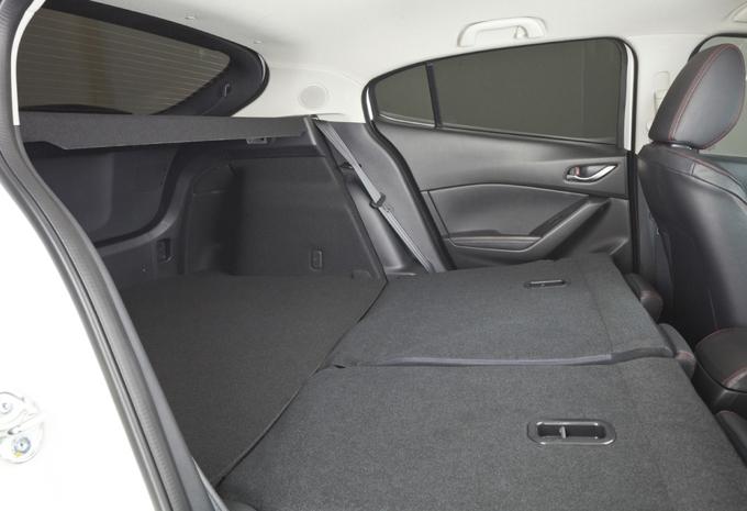 Mazda 3 Sedan #8
