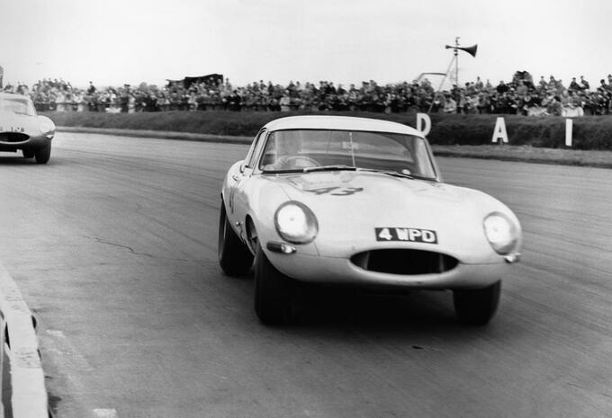 Jaguar hervat bouw E-Type Lightweight #2
