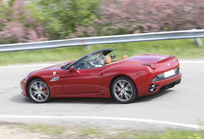 essai ferrari california moniteur automobile. Black Bedroom Furniture Sets. Home Design Ideas