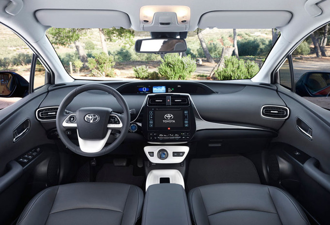 essai toyota prius 2016 moniteur automobile. Black Bedroom Furniture Sets. Home Design Ideas