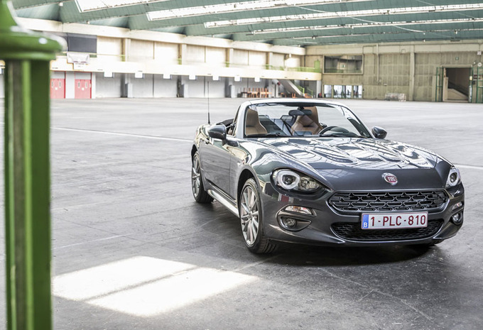test fiat 124 spider 2016 autogids. Black Bedroom Furniture Sets. Home Design Ideas