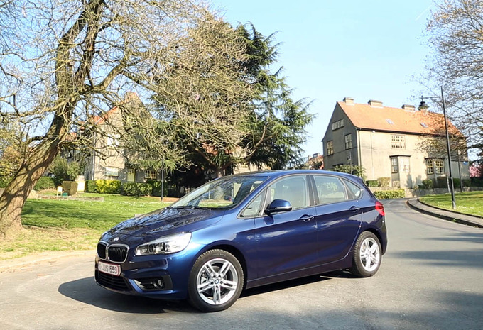 video bmw 216d active tourer auto test autogids. Black Bedroom Furniture Sets. Home Design Ideas