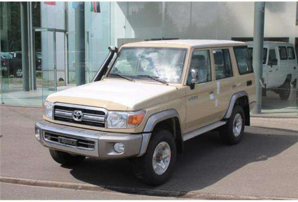 Toyota 76 LX 10PL 4.2 DIESEL *FOR EXPORT OUT OF EU*
