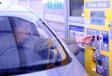Borne de péage automatique sur autoroute APRR en France