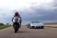 Michelin : un match Porsche 918 Spyder vs Yamaha YZF-R1 #1